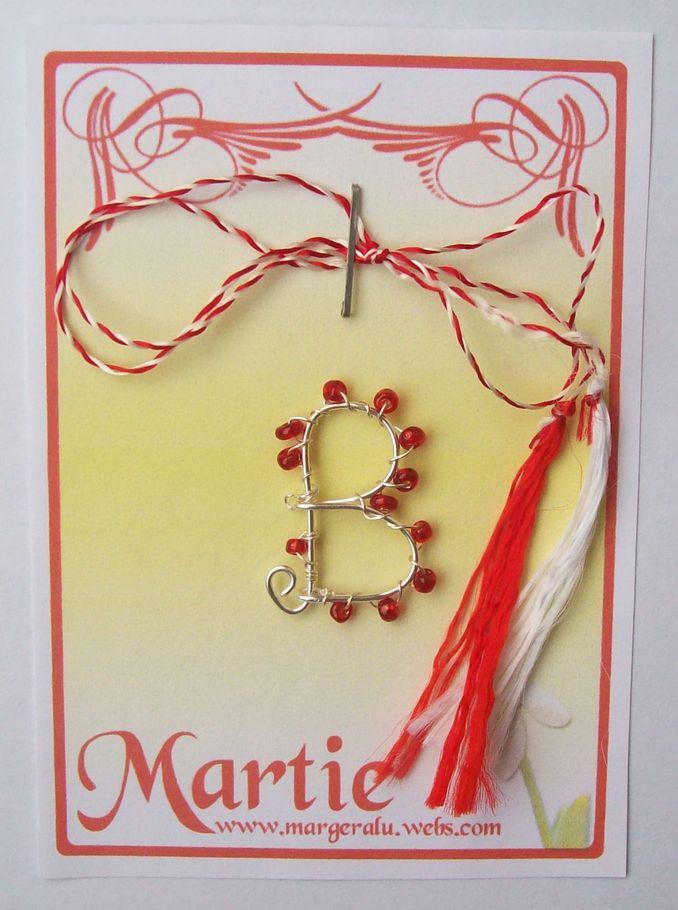 Martisor M033 .......... Pret  5 lei  ....... Martisor lucrat manual din margele  minunate de sticla si sarma argintata . La comanda se pot face si in alte culori si alte litere.